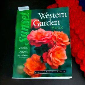 Sunset 🌼🌷🌸🌹🎍🌺🏵️💐 Western Garden Book